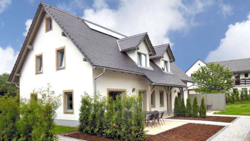 Die Apartments befinden sich in zwei neu gebauten Doppelhaushälften. Wir haben beim Neubau sehr viel Wert auf ökologische Materialien gelegt.