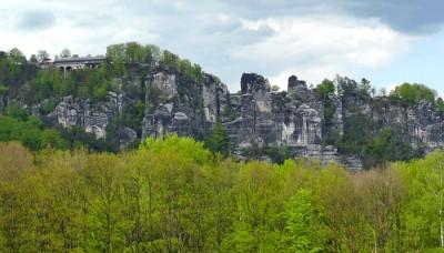 das basteimassiv mit basteibrücke in der sächsischen schweiz