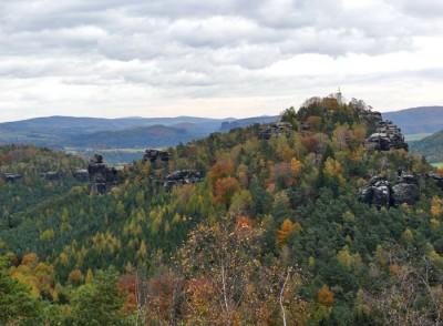 papststein sächsische schweiz im herbst - blick vom gohrisch