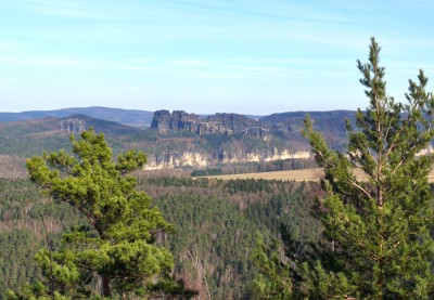 falkenstein (einzelstehend) und schrammsteine - blick vom kohlbornstein im elbsandsteingebirge