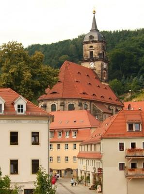 die stadt königstein mit stadtkirche