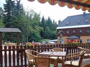 Terrasse und Biergarten der Fischerbaude Holzhau